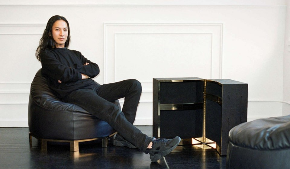 Александр Ван и его новое кресло-груша